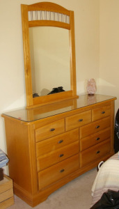 "4 Piece Oak Bedroom Set: Dresser 56""x18""x34"" Mirror 32""x 46"" Queen Size Bed, Chest of Drawers 4o""x 18"" x 53"""