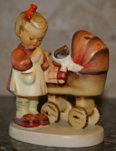 "Hummel Figurine #67 ""Doll Mother"" Stylized Bee Mark 5"" Tall"