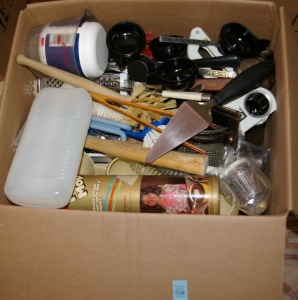 Box: Assorted Kitchen Items